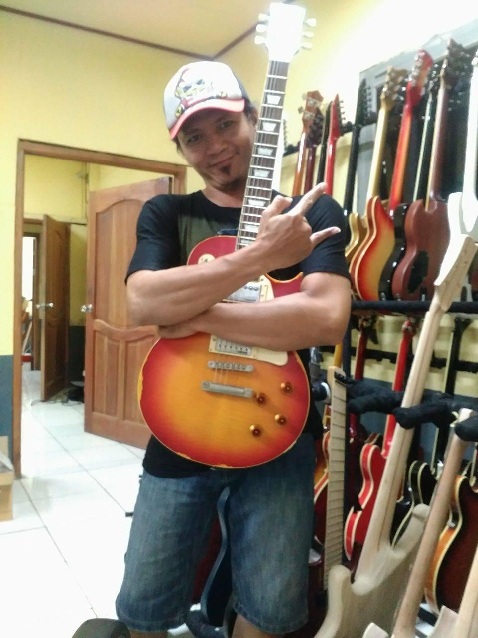 Membeli Gitar : Ada Unsur Kesenangan dan Kebutuhan